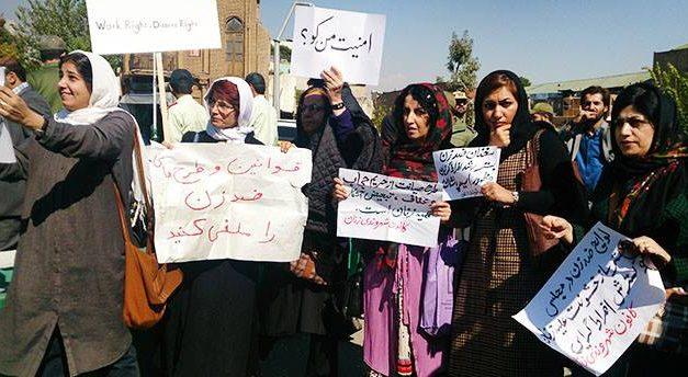 چند گزارش از تجمع فعالان زنان در مقابل مجلس در حمایت از قربانیان اسیدپاشی