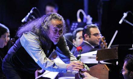 گلهای ایرانی روی سازهای ژاپنی در کنسرت کیتارو در ایران