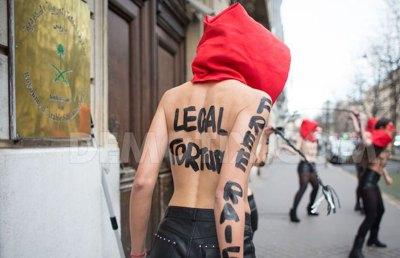 nudeprotestfoggingsaudiparis