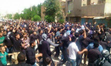 شعارهای اعتراضی در تشییع جنازه یونس عساکره در خرمشهر