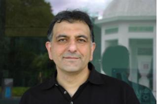 حسين نوشآذر: زبان سرپناه من است*
