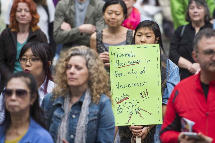 اعتراض صدها نفربه افزایش قیمت مسکن در ونکوور