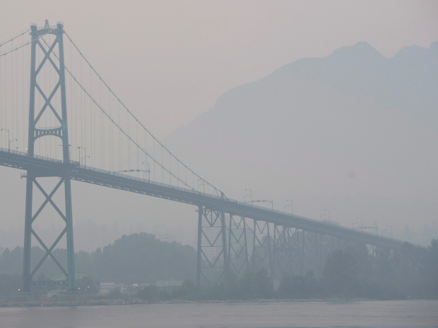 vancouver-bc-forest-fires-20150705-lions-gate-bridge-smoke-july-5-2015