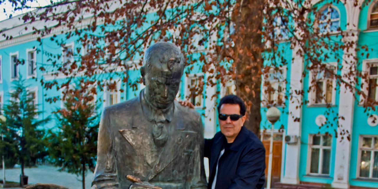 """سفر به تاجیکستان و تندیس مرد قلم در دست: """"ابوالقاسم لاهوتی"""""""