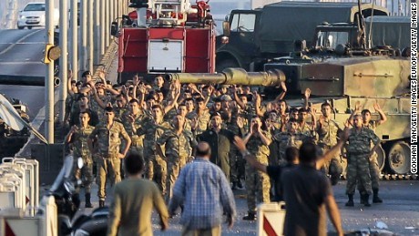160716161017-turkey-coup-attempt-homepage-3a-large-169