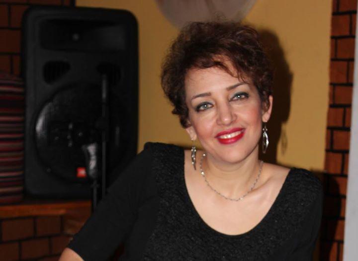آزاده دواچی مترجم، شاعر و فعال حوزه زنان، دارای مدرک کارشناسی مترجمی زبان انگلیسی؛ فوق لیسانس زبان و ادبیات انگلیسی، گرایش ادبیات تطبیقی ایران و فلسفهی غرب است