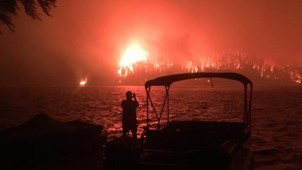 آتشسوزی در بریتیشکلمبیا بیشاز ۳۶ هزار نفر را ناگزیر به ترک خانه و کاشانه کرد