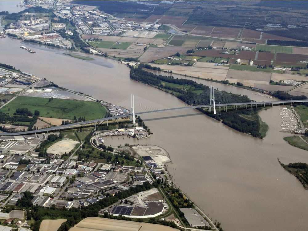 new-massey-bridge-conceptual-design-submitted-photo-bc-gov
