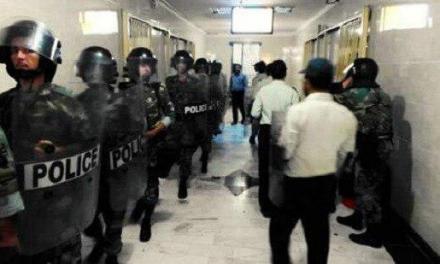 یورش گارد ویژه زندان اوین به زندانیان سیاسی و شکستن شیشهها