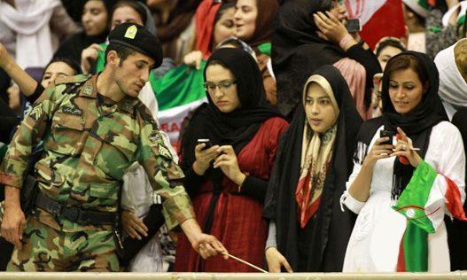 تفکیک جنسیتی و فتوای منع حضور زنان در استادیومها؛مطالبهی بیپاسخ ورود زنان به استادیومها