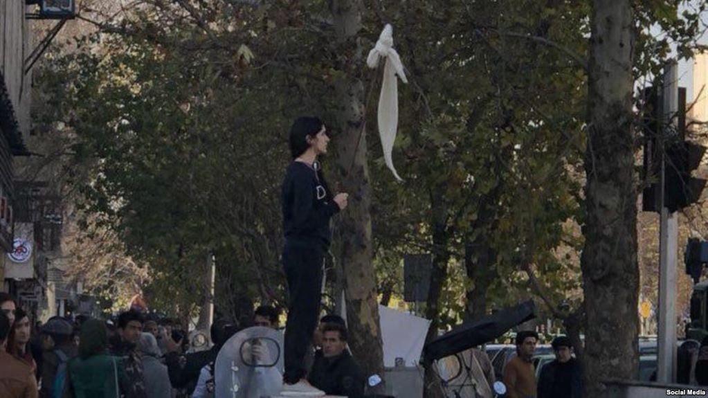 از کمپین چهارشنبههای سفید تا زنی که نماد مبارزه با حجاب اجباری شد