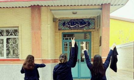 آلبوم عکس زنان و مردانی که علیه حجاب اجباری اعتراض میکنند!
