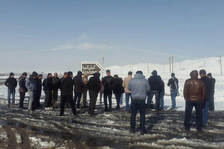 تجمع کارگران «کیان کُرد» در مقابل این کارخانه در شهرستان ملایر
