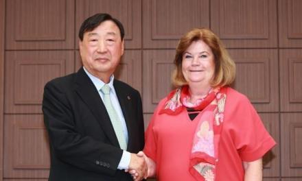 مرد و زنی که ماجرای تبعیض در اهدای سامسونگ را به پا کردند