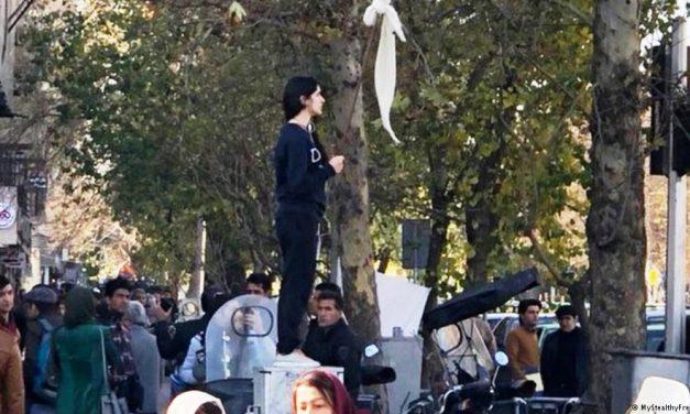 آیا اعتراضات دختران خیابان انقلاب ادامه مییابد؟