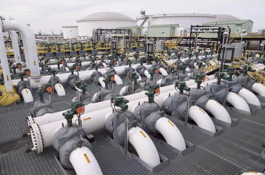 آلبرتا جریان نفت، بنزین و گاز طبیعی به استان بیسی را محدود میکند