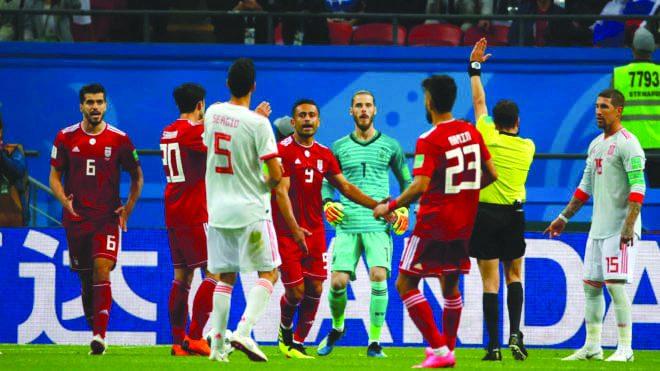 دو فوتبال و دو دنیا