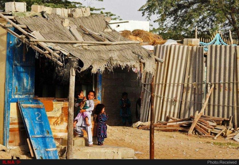 Chahbahar2 هزاران چابهاری بدون آب و برق، لابلای کپرها و تایرها روزگار میگذرانند
