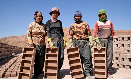 وضعیت زنان کارگر: نقطه تلاقی ستم جنسیتی و طبقاتی