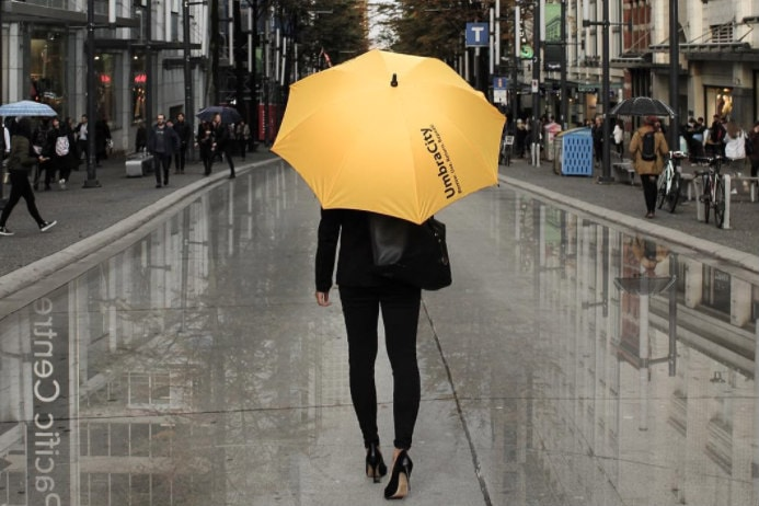 خدمات جدید کیوسک اجاره چتر در مرکز شهر ونکوور