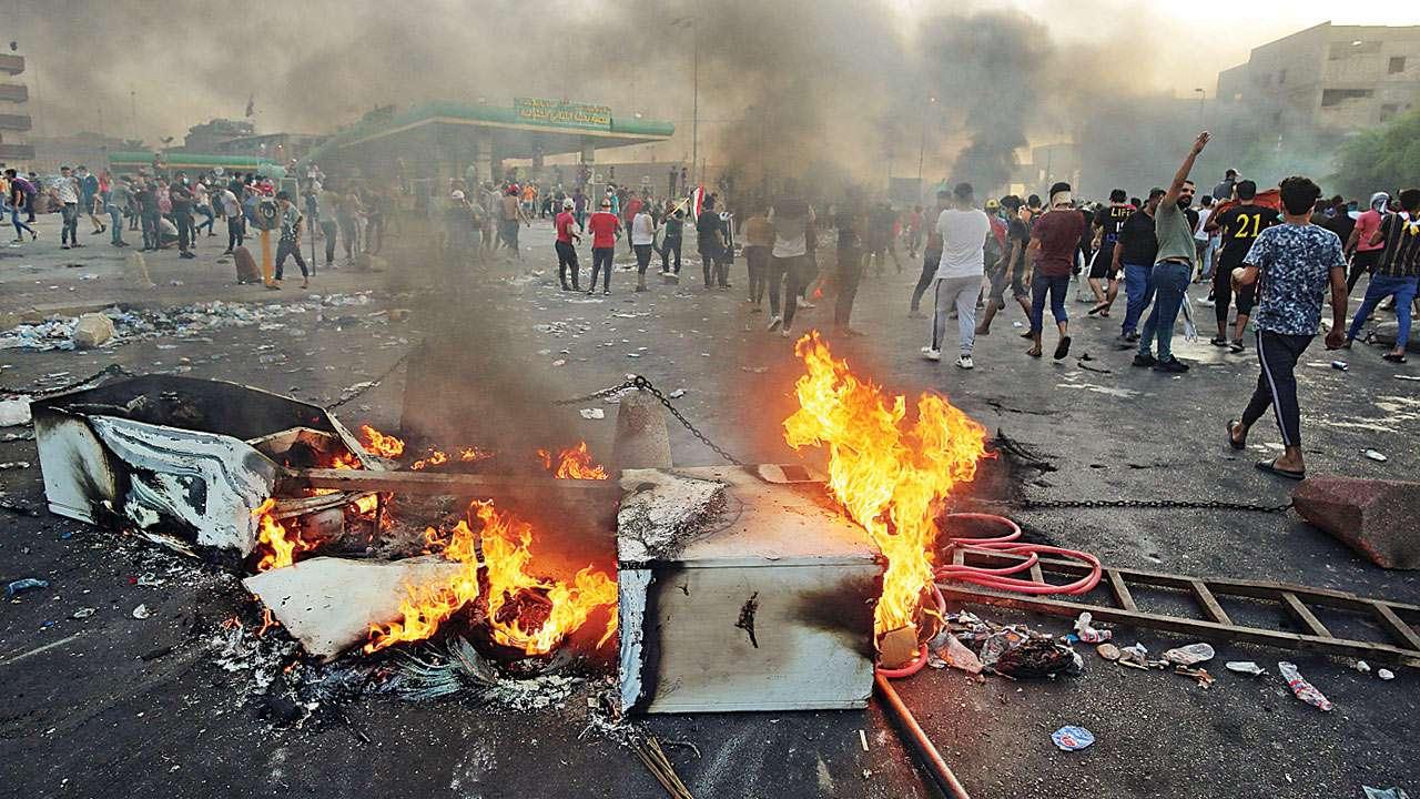 """اعتراضات در عراق ریشه در فساد و """"ساختار توافقی"""" معیوب دارد"""