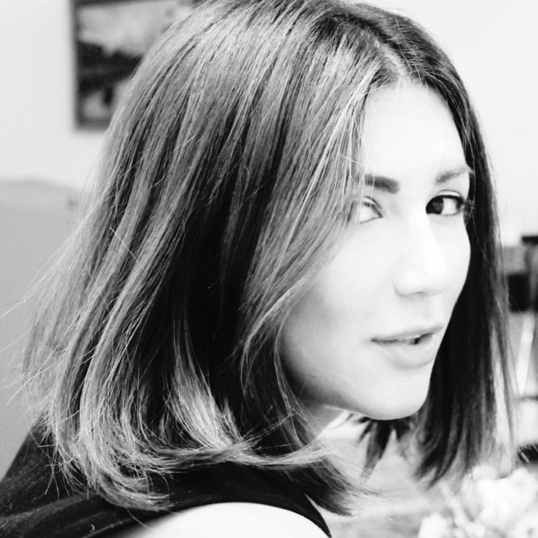 نوشتار زنانه در مجموعه شعر «یک سر و هزار صدا»