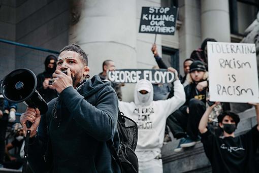 برای مبارزه با نژادپرستی علیه سیاهپوستان در کانادا، چه چیزی باید تغییر کند؟