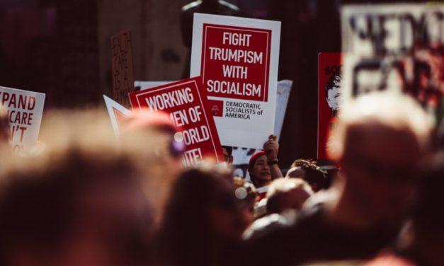 یا سوسیالیسم، یا دموکراسی