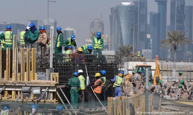 گاردین: شش هزار و ۵۰۰ کارگر در جریان ساختن استادیومها در قطر جان باختند